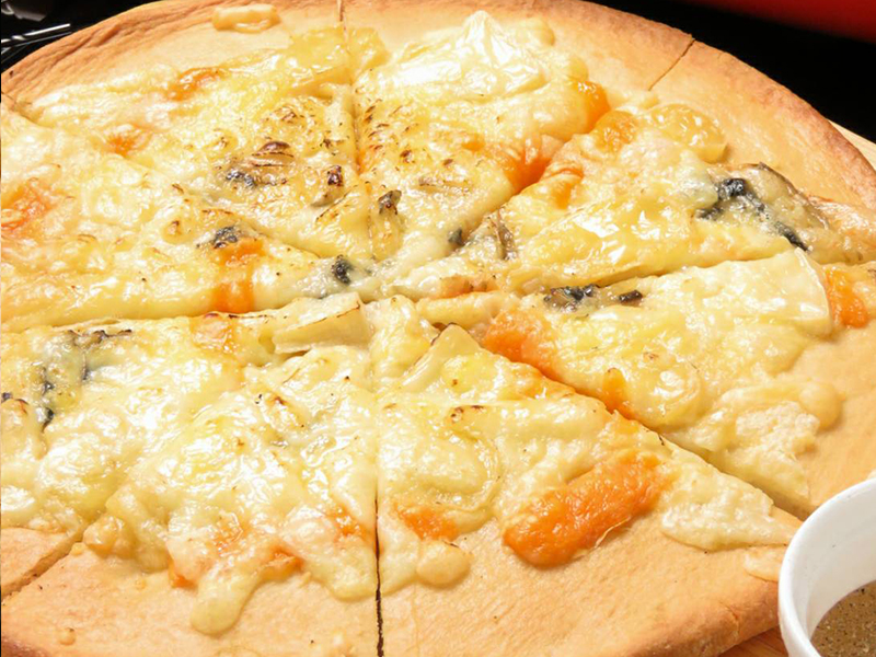 6種のチーズピザ